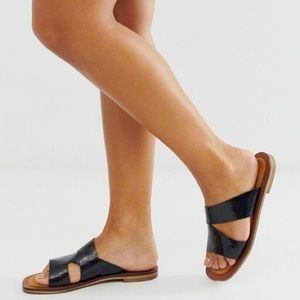 📸🆕 Free People ✪ Wide Strap Leather Sandal ✪ Blk